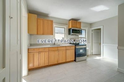 Everett Amazing 3 bed apt in Everett, minutes to night Shift, Parks and more Completely renovated  - $2,650